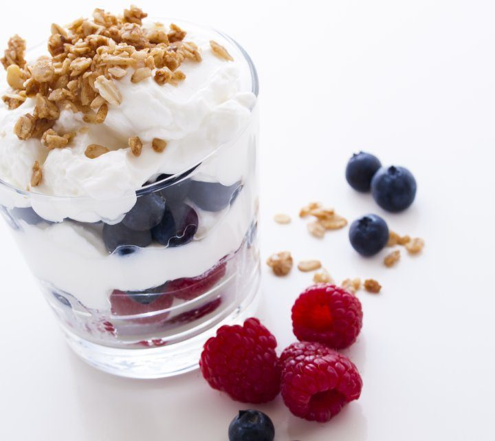 Yoghurt with blueberries or oatmeal