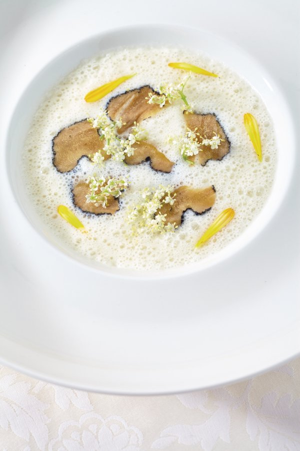 Black salsify cream soup with truffles