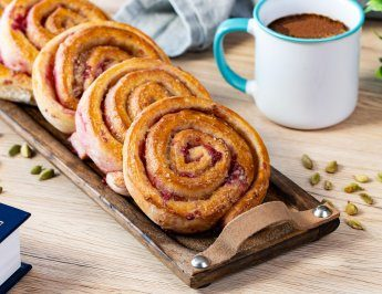Cardamom and raspberry buns