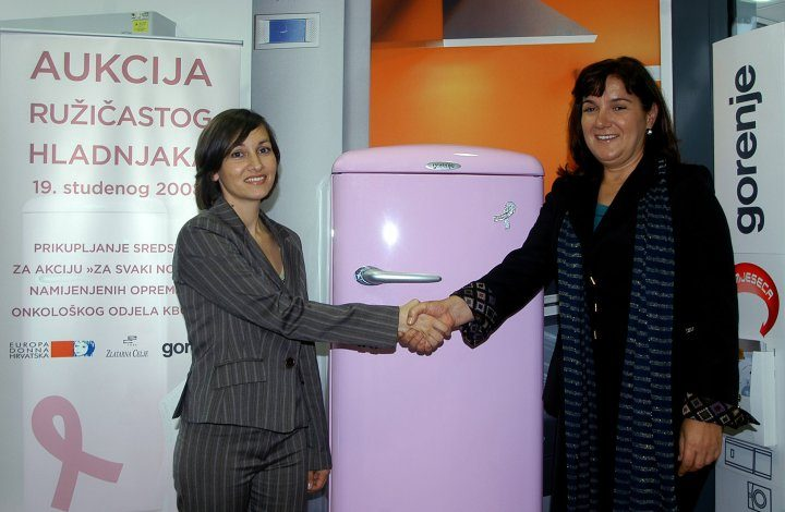 Pink refrigerator again in the fight against breast cancer